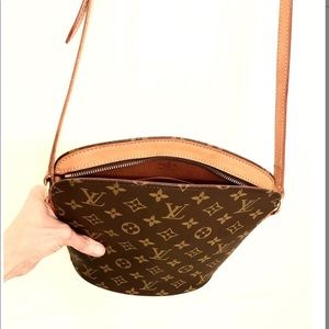 Louis Vuitton Bags - LOUIS VUITTON MONOGRAM CANVAS DROUOT BAG
